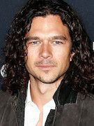 Photo of Luke Arnold